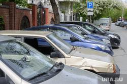 Брошенная машина на улице Пушкина. Екатеринбург, стоянка автомобилей, парковка