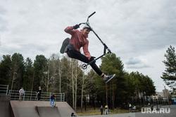 Виды Сургута, экстрим, самокат, скейт-парк, трюк на самокате, экстремальный спорт