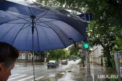 Мечеть Нур-Усман. Екатеринбург, дождь, зонт, улица декабристов