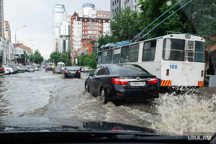 Подтопление на улице Белинского. Екатеринбург