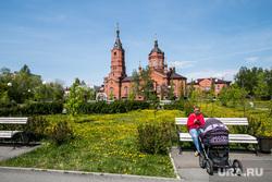 Виды города. Курган, скамейка, храм александра невского, женщина с коляской, городской сад, город курган
