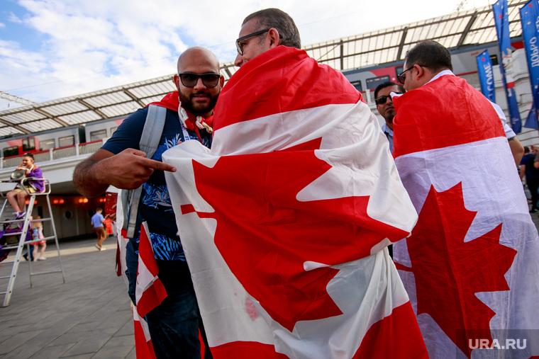 """Стадион """"Лужники"""" перед матчем полуфинала Чемпионата Мира FIFA 2018 Англия-Хорватия. Москва, канадский флаг, канадские болельщики"""