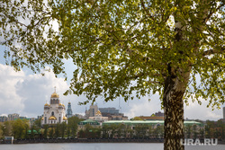 Весна в Екатеринбурге, город екатеринбург, береза, листва, солнечная погода, храм на крови, набережная, весна