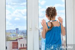Клипарт depositphotos.com, ребенок, девочка на подоконнике