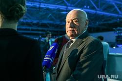 Собрание инициативной группы по выдвижению кандидатом в президенты России Владимира Путина. Москва, портрет, бокерия лео