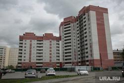 Лог , на месте которого хотят построить общежитие ТюмГУ. Покосившийся дом по ул. Беляева, который не могут сдать в эксплуатацию. Тюмень, новостройка, улица беляева