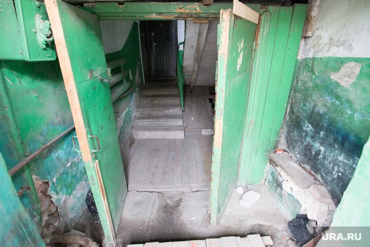 Аварийный дом по улице Гагарина 11. Курган, разруха, старый подъезд