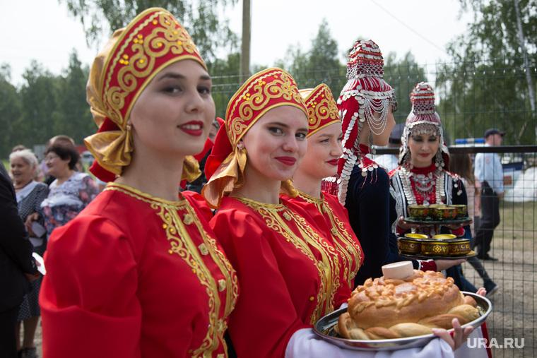 Всероссийский сельский Сабантуй. Село Альменьево. Курганская область, каравай
