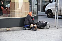 Открытая лицензия от 10.07.2017. Бедность, нищета , пенсионерка, старушка, бедность, нищета, нет денег, попрошайничество, бабуля