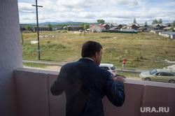Поездка Евгения Куйвашева в Североуральск: шахта Черемуховская-Глубокая и вручение ключей, куйвашев евгений, балкон, новоселье