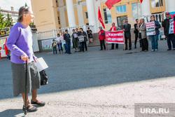 Пикет КПРФ против пенсионной реформы. Курган, пожилая женщина, протест, пикет