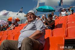 Мотокросс на праздновании дня металлурга и дня города. Каменск-Уральский, пенсионер, зрители