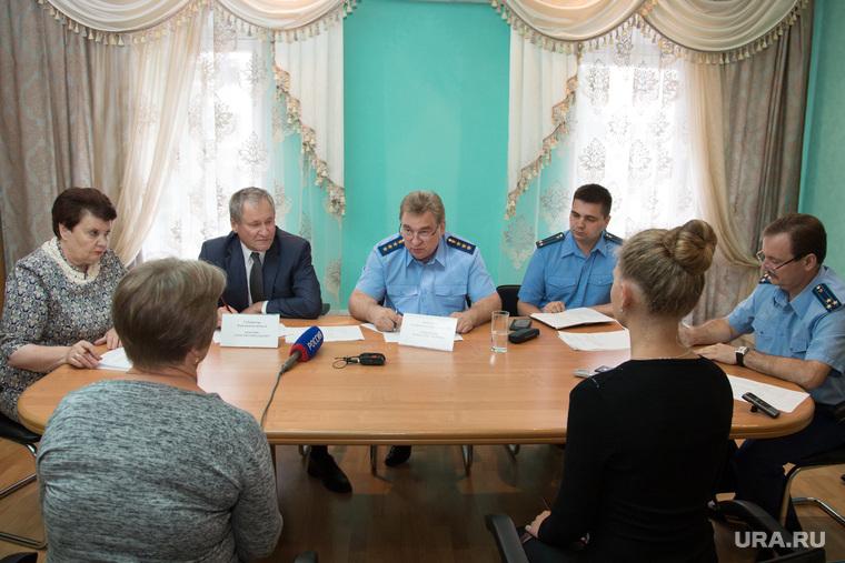 Зам генпрокурора Юрий Пономарев ведет личный прием граждан. Шадринск