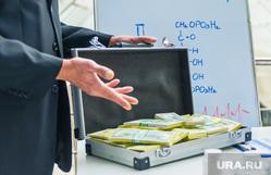 киберпиратство, хакер, диски, взятка,коррупция, взятка, коррупция, медики, чемодан денег