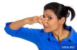 Негры,зажатый нос, вонь, смог, зажатый нос, вонь, запах, зажатый пальцами нос