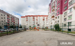 Спортивная площадка на ул.Киртбая,9. Сургут, новостройки, спортивная площадка, двор дома, улица киртбая9