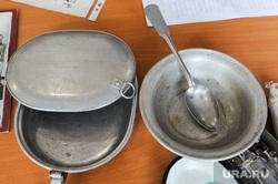 Школьный урок посвященный Сталинградской битве. Челябинск, посуда, миска, тарелка, старые вещи, ложка, сковорода по лендлизу