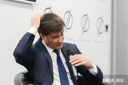 Пресс-конференция Руслана Гаттарова, посвященная подготовке к проведению саммитов ШОС и БРИКС. Челябинск, гаттаров руслан, чешет голову