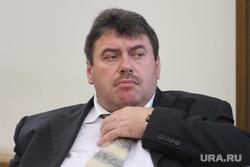 Внеочередное заседание гордумы. Екатеринбург, найданов александр, портрет, поправляет галстук