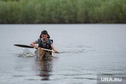 Состязания в гонках по гребле на обласах - традиционных лодках народов Севера. Сургут, облас, лодка, гребец