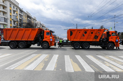 Бессмертный полк. Челябинск, камаз, пешеходный переход, движение перекрыто, самосвалы, проспект ленина, перекрытие дорог