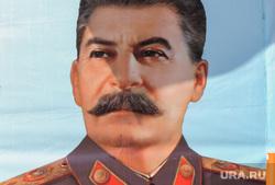 Возложение цветов к вечному огню. Челябинск, портрет сталина