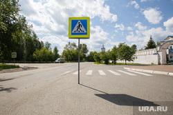 Рабочий визит губернатора. Верхотурье, дорожные знаки, пешеходный переход
