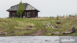 Доставка почты в труднодоступные районы Свердловской области, заброшенный дом, деревня, лес
