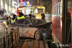ДТП. Авария с участием трамвая на Ленина - Мамина-Сибиряка. Екатеринбург, дтп, разбитая машина