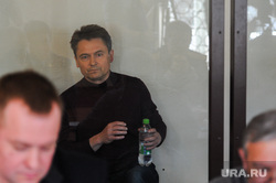 Арест экс-мэра Миасса Геннадия Васькова обвиняемого в превышении должностных полномочий. Челябинск, скамья подсудимых, васьков геннадий, клетка