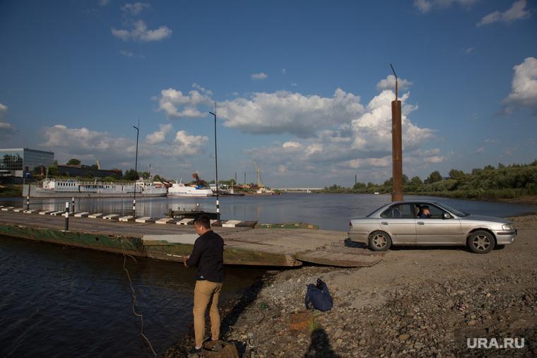 Понтонная переправа через реку Тура. Тюмень
