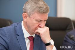 Визит заместителя генерального прокурора, Юрия Пономарева. Курган, фролов дмитрий, рука у лица