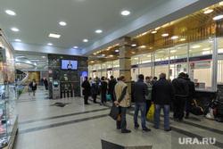 Челябинский железнодорожный вокзал. Привокзальная площадь. Музей железнодорожной техники. Челябинск, железнодорожный вокзал, кассы, очередь в кассы