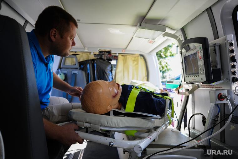 Презентация вертолета медицины катастроф. Челябинск, медик, манекен