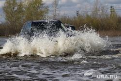 Паводок шоссе Тюнина Курган, машина в воде, паводок2016