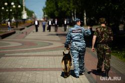 Митинг приуроченный к двадцатой годовщине трагической гибели мэра Нефтеюганска Владимира Петухова, служебная собака, кинологи, полиция