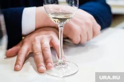Дегустация вин с Франсуа Эненом в «Винотеке Соловьева». Екатеринбург, вино, бокал, белое вино, дегустация