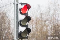Первый снег. Нижневартовск., светофор, зима, красный свет, погода
