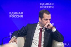 Совместное заседание высшего и генерального совета Единой России, ВДНХ. Москва, медведев дмитрий, задумался
