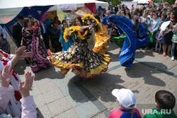 Празднование Дня России. Тюмень, национальный костюм, цыгане, танцы