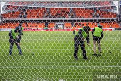 Вокруг первого матча на стадионе «Екатеринбург Арена», ворота, стадион, газон, трава, футбольное поле, обработка