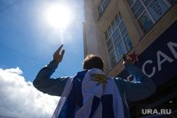 Улица Вайнера перед матчем Египет - Уругвай. Екатеринбург, солнце, болельщики, флаг уругвая, иностранцы