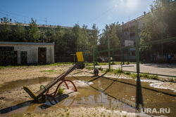 Нефтеюганск, детская площадка, лужа