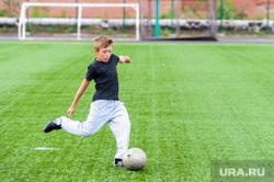 Сдача норм ГТО, активное долголетие, пенсионеры. Челябинская область, Миасс, мяч, футбольное поле, подросток, мальчик, футболист