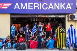 Иностранные болельщики в Екатеринбурге, футбольные фанаты, болельщики, иностранцы, бар американка, флаг уругвая