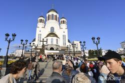 Очередь у Храма на крови к мощам. Екатеринбург, очередь , храм на крови, паломники
