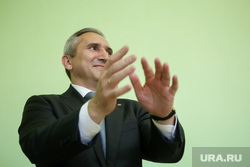 Визит кандидата в губернаторы Тюменской области Александра Моора. Нижневартовск, руки, моор александр