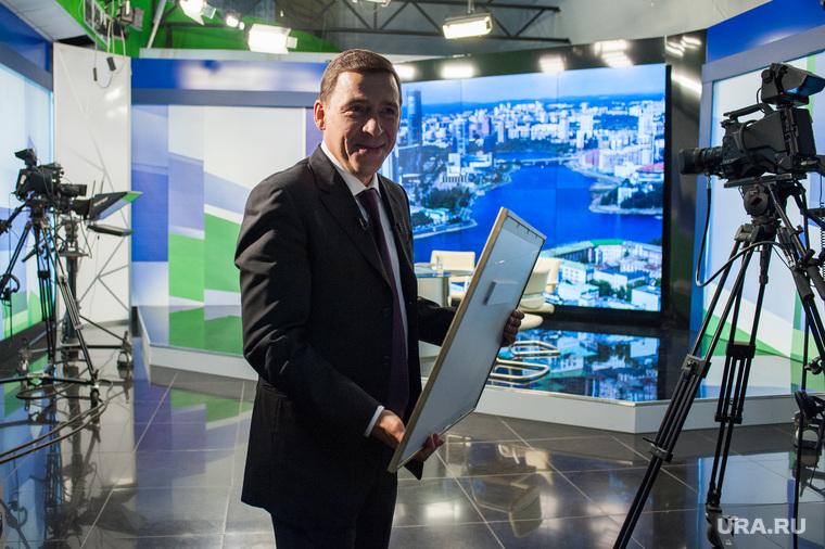 Вручение подарка губернатору Свердловской области. Екатеринбург