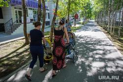 Город летом. Сургут, молодые мамы, женщины с колясками