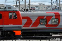 Челябинский железнодорожный вокзал. Привокзальная площадь. Музей железнодорожной техники. Челябинск, поезд, железная дорога, локомотив, пути, станция, ржд